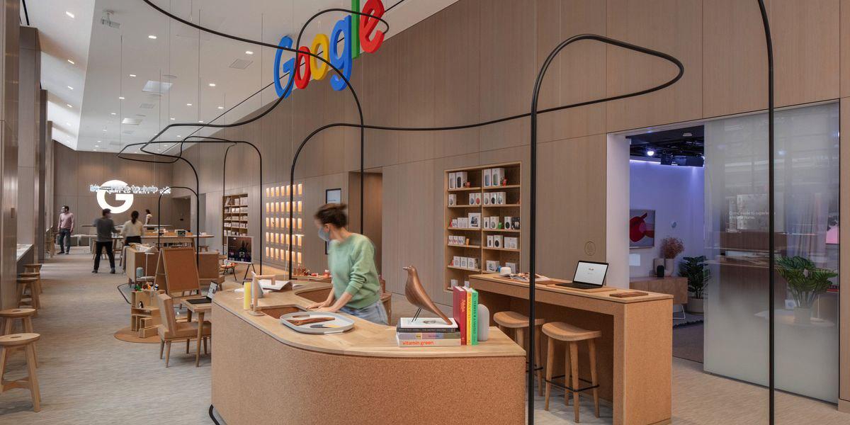 Гугл открывает свой первый оффлайновый магазин 17 июня, около своего ньюйоркского офиса. Картинки выглядят очень хорошо, похожи на смесь стилей apple и muji. Обязательно зайду если буду в NY до того, как Гугл его закроет www.theverge.com/2021/6/16/22535909