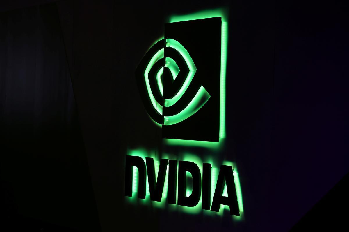 Nvidia по капитализации обогнала Intel и у этого две причины: 1. Nvidia вовремя увидела тренд на числодробилки для ИИ, акционеры это знают и любят 2. Intel проспали все что можно, сначала бум мобильных процессоров, а теперь начали терять и десктопный.Морал