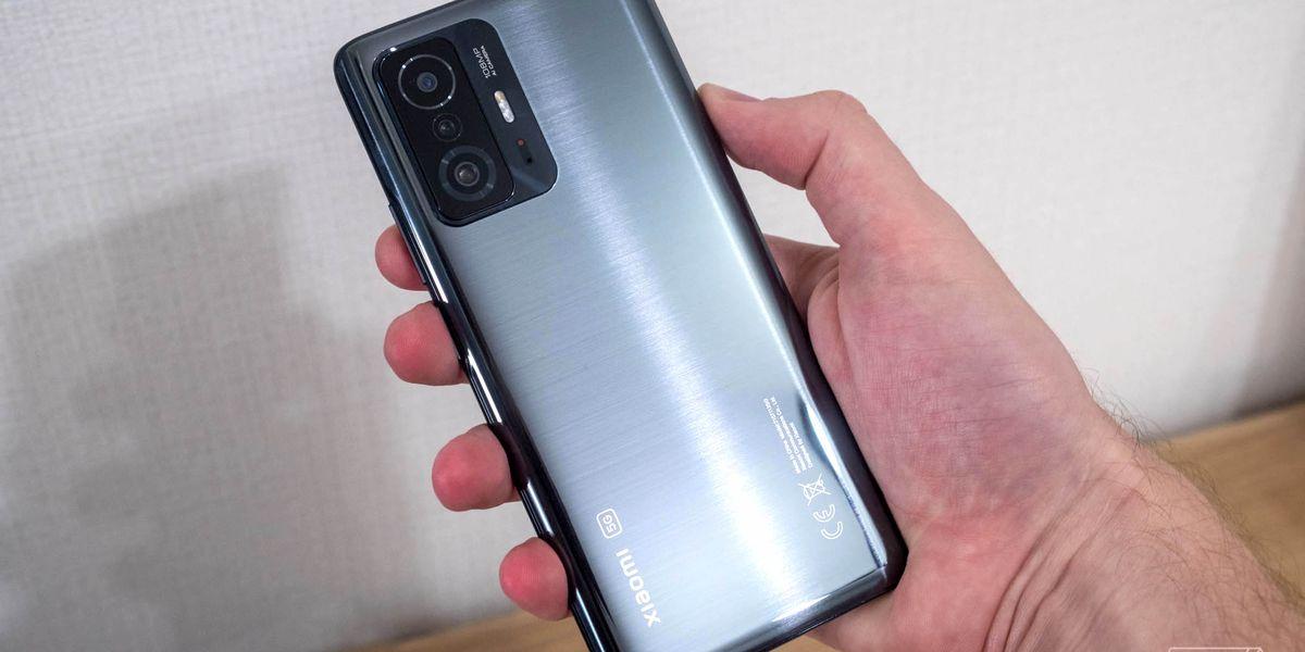 Xiaomi сразу же после эппла показали свои новые флагманские телефоны 11T и 11T Pro. Главная фича - зарядка на 120W, которая заряжает 5000mAh батарейку в телефоне до 100% за 17 минут. Остальное тоже достойное - Snapdragon 888, 108мпиксельная камера. Экран 6
