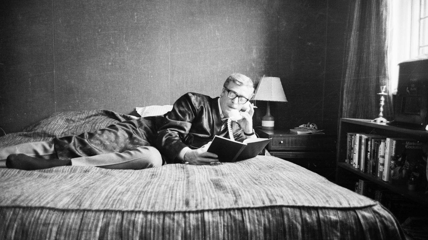 Важнейшая новость пятницы: по статистике из опросов 38% людей, перешедших на удаленную работу из дома, работают прямо из кровати.Я кстати вам не рекомендую так делать - грозит неприятными проблемами со сном потом. Но безусловно приятно 🙂 www.axios.com/38-p