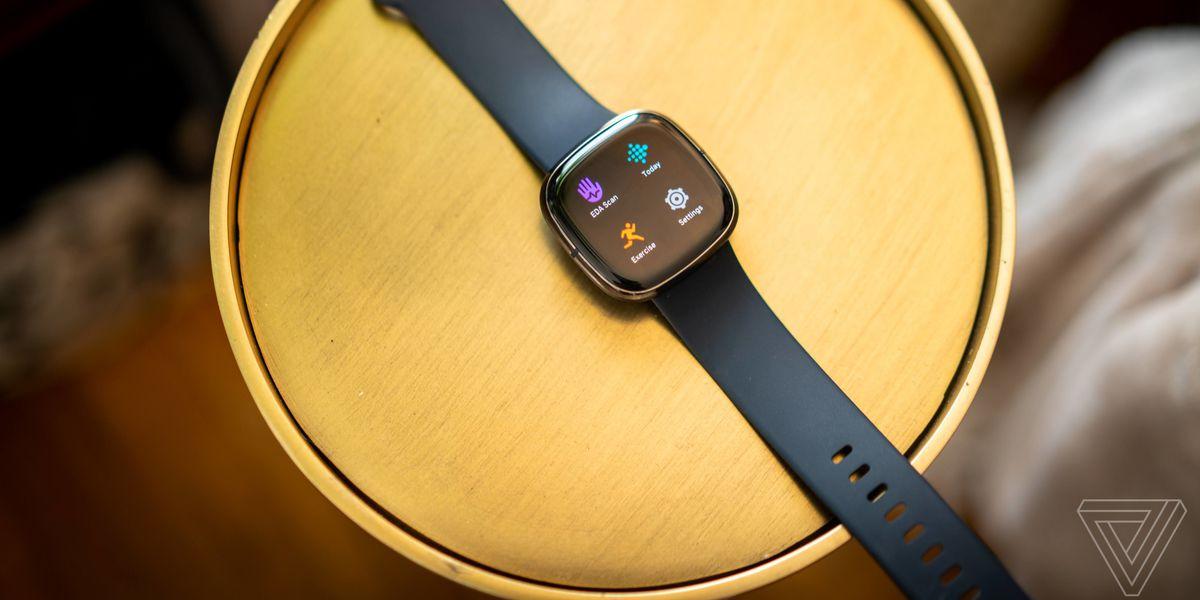 Полный обзор Fitbit Sense. Неплохой дизайн, удобный интерфейс, куча измерений и метрик (включая активность и сон), но так же чудовищная куча ощибок, залипающие кнопки, малое время жизни от батареи. Вот такие они сейчас, конкуренты Apple Watch.Удивительно,