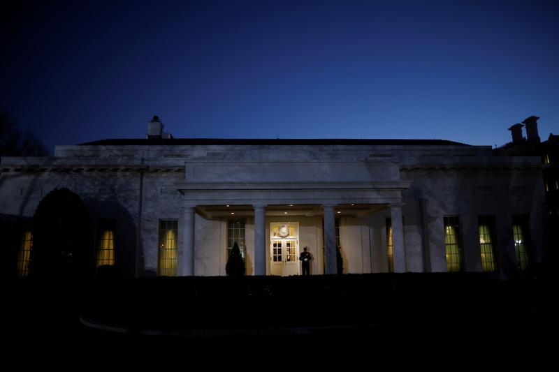 Старик разошелся. В последний день Трамп  сделал два резких движения: 1. подписал указ, позволяющий прекратить иностранное использование продуктов или услуг облачных вычислений для злонамеренных киберопераций против США www.reuters.com/article/us-trump-cyb